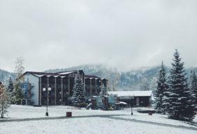 Первый снег на озере Ая — октябрь 2017 год