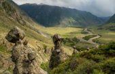 Каменные грибы в долине реки Чулышман