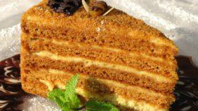 Ароматный медовый пирог